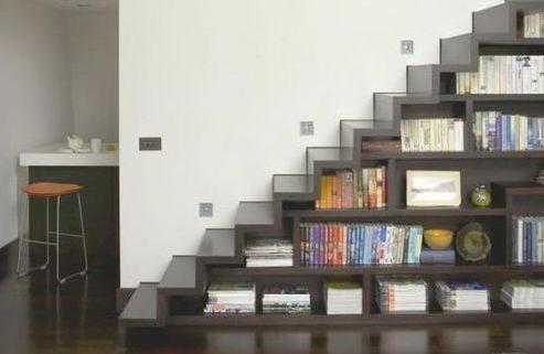 Escalera biblioteca en una salón