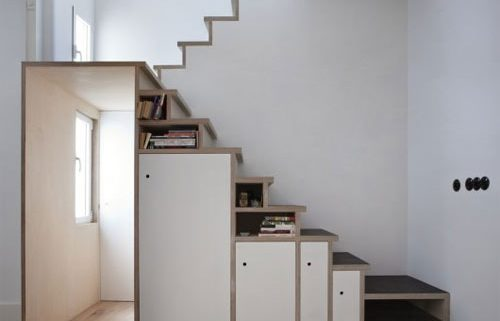 Escalera con armarios integrados
