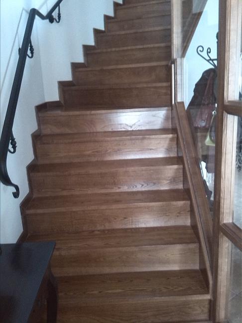 escalera en madera maciza de roble envejecido